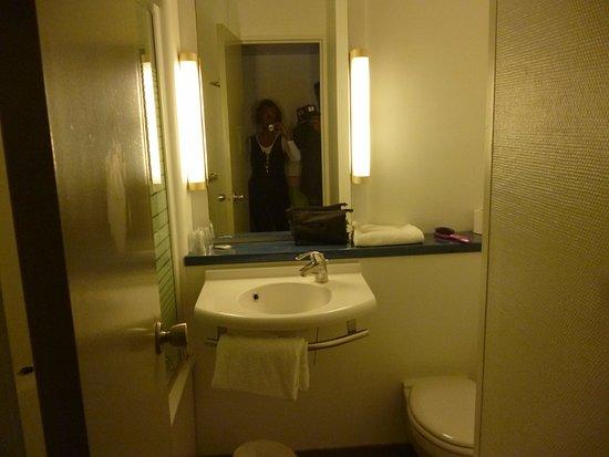 Il piccolo bagno con vasca photo de ibis budget avignon centre avignon tripadvisor - Bagno piccolo con vasca ...