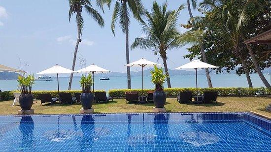 Cape Panwa, Thailand: Outside swimming pool