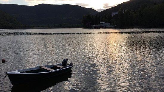 Vista Labro, il lago e il tramonto visto dalla piscina di Casa Luce!!