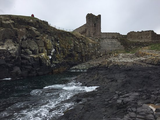 Craster, UK: Walk to the sea