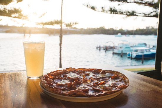 East Fremantle, Australia: FRIDAY SPECIAL - Mix any pizza with any pint for $17 from 5pm