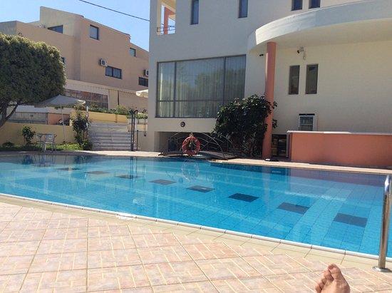 Υάκινθος: The poolarea from hotel Yankinthos