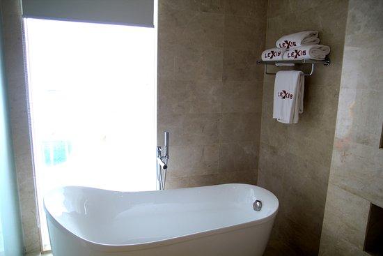Bayan Lepas, Malaysia: Bathtub (Premium)