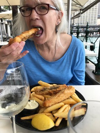 Sydney Cove Oyster Bar: Fish,chips and mussels