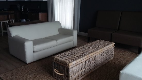 Diaz Hotel & Resort: Lounge area in self catering unit