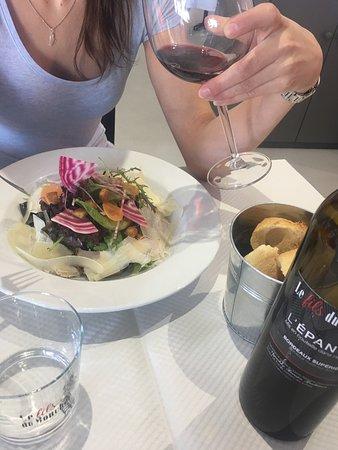 Saint-Sulpice-et-Cameyrac, Francia: Une belle et bonne salade César