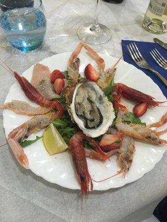 Centro Ittico Cooperativa dei Pescatori di Terracina: Pesce freschissimo e cucinato al momento
