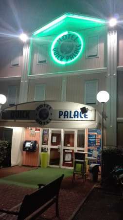 Quick Palace Tours Nord: ESTERNO