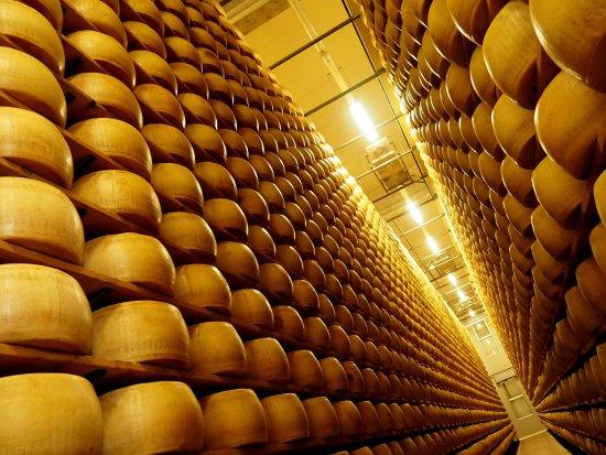 Castelnovo di Sotto, อิตาลี: Un angolo del magazzeno di stagionatura