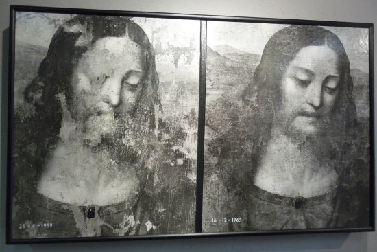 Tongerlo, Belgique : Detail of The Last Supper, before and after restoration.