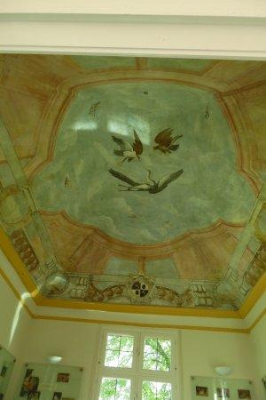 Tongerlo, Belgique : Ceiling in a small building