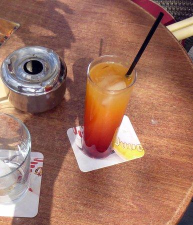 El Albir, Spain: En ljummen campari med apelsinjuice