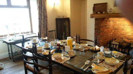 Llanedi, UK: Breakfast table