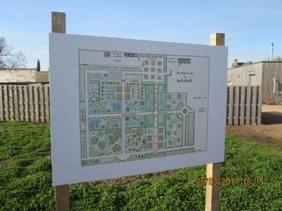 Dirleton, UK: Garden Plans which look terrific