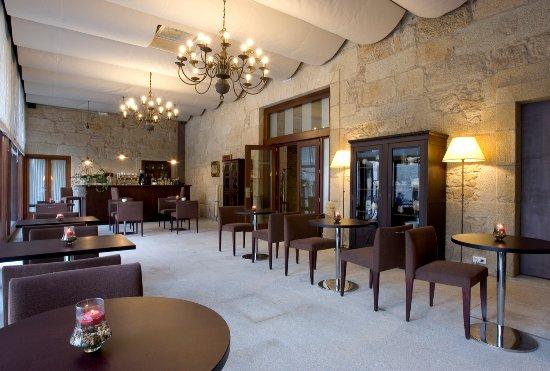 Hotel Monumento Pazo de Lestrove: Bar