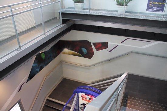 Echirolles, France: L'accès à l'étage avec une capacité de 150 personnes