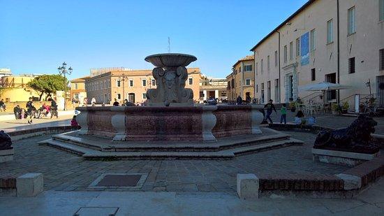 Palazzo del Duca e Fontana delle Anatre