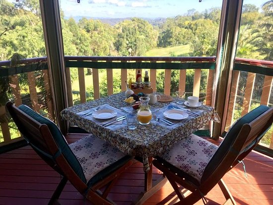 Flaxton, Australië: Breakfast on the veranda