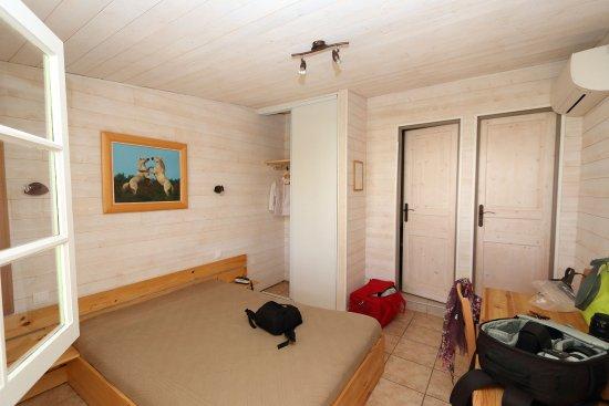 Armadio A Muro Bagno.Vista Parziale Della Camera Con Armadio Muro Bagno E Wc Foto Di