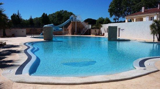 Elne, Francia: Nouvelle piscine
