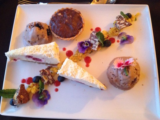 Whaley Bridge, UK: Starters two mains and a shared plate of puddings. All beautifully presented.