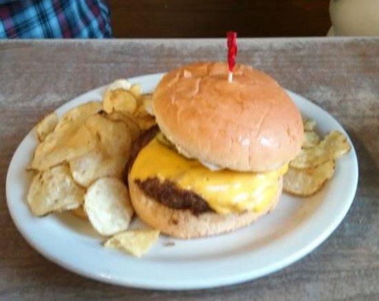 White Cloud, ميتشجان: 1.4lb. cheeseburger, also avaiable as a 1/2 lb burger.or burger basket 4/20/17
