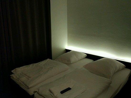 Kamar tidur picture of easyhotel zurich zurich for Dekor kamar tidur hotel