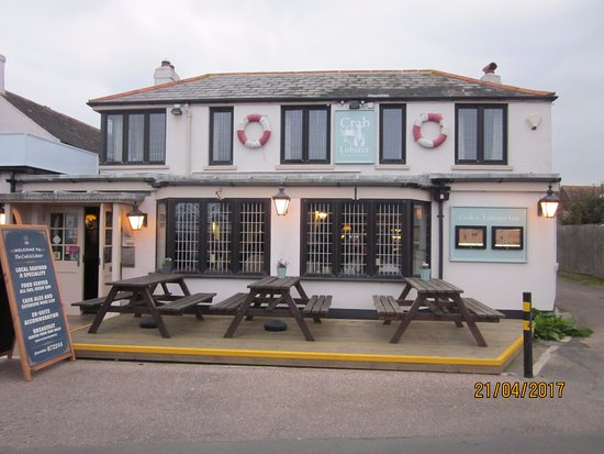 The Crab & Lobster Inn : Rear View of Pub and outside seating