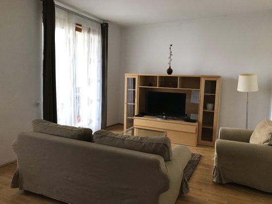 Living room bild fr n park residence budapest budapest for Living room 94 answers