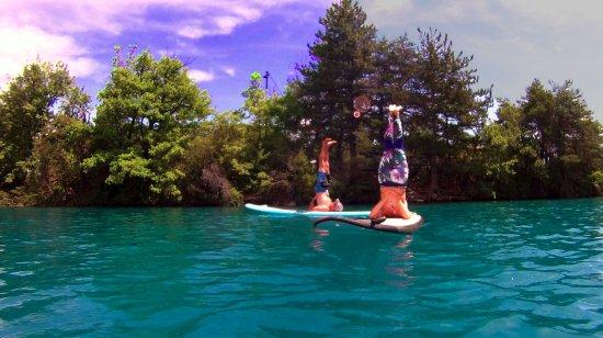 Руссе, Франция: Des cours de sup yoga son mis en place au longt de l'été, des stgaes sont organisés l'année auss