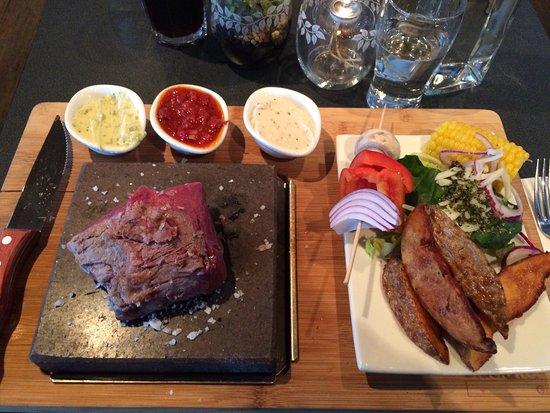 Ornskoldsvik, İsveç: Black rock grill