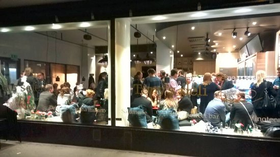 Tony's Deli: Street bar
