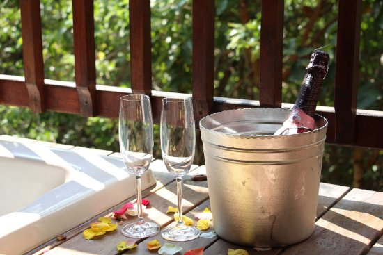 Thulamela: bubbly for a celebration