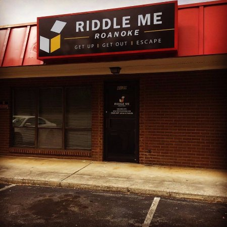 Entrance to Riddle Me Roanoke