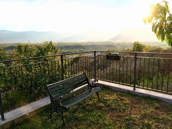 Roccacasale, Italy: Un angolo del giardino