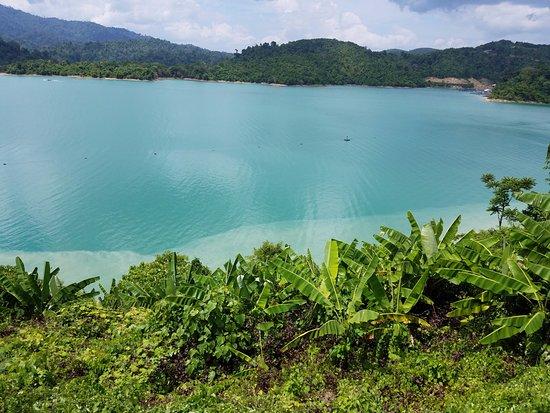 Khao Sok National Park: Cheow Lan Lake and Rajjaprabha Dam