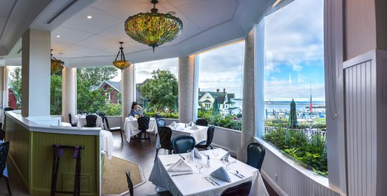 1852 Grill Room offers a delicious casual dining experience with indoor and outdoor seating.