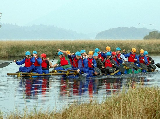 Kendal, UK: Corporate team building event: Raft building in the Lake District