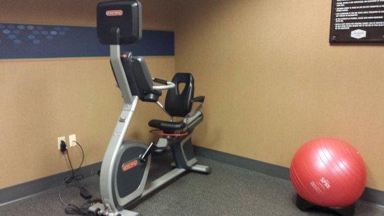 Hampton Inn Pigeon Forge: Weights & Bike - Workout Room