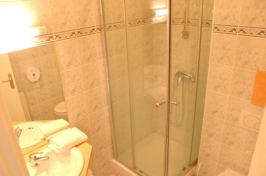 Saint Cyr l'Ecole, Γαλλία: salle de bain chambre supérieure