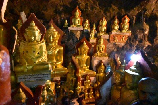 Pindaya, Birmania: Inside
