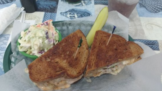 Palmetto, Флорида: Ted's Grouper Reuben on Rye