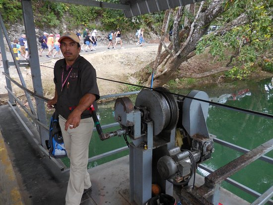 Belize District, Belize: The ferry is hand powered