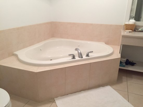 Selinsgrove, PA: Jacuzzi Tub!