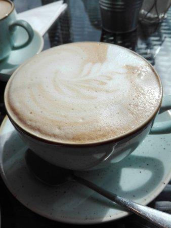 Abergavenny, UK: lovely presented Latte Macchiato