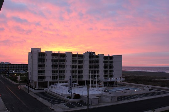 Wildwood Crest, NJ: Sunrise  April 23, 2017