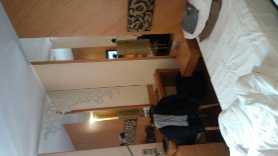 Marmara Hotel Budapest: 20170423_090822_large.jpg