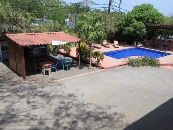 Brasilito, Kostaryka: Our pool and rancho.  The rancho has a kitchen with barbecue.