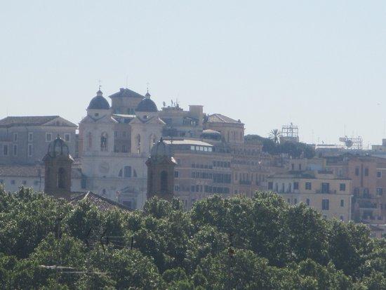 NH Roma Leonardo da Vinci: Vista in lontananza di Trinità dei Monti