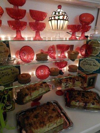 Jever, Alemania: Reichhaltiges Kuchenangebot...alles hausgemacht ;-)
